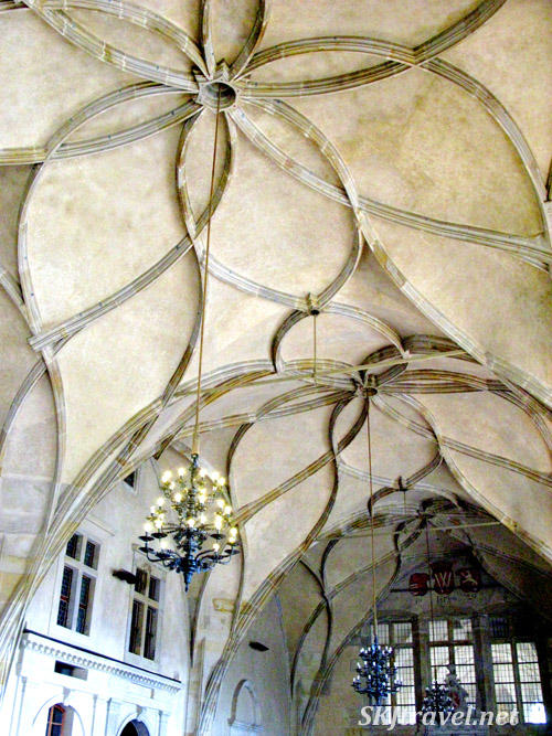 Beautiful yet simple ceiling design in Prague castle.