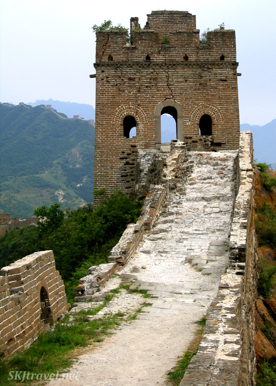 watch tower on the great wall of china decaying