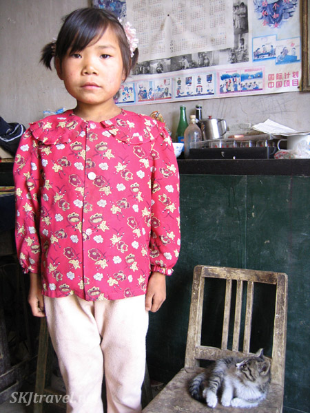 Young girl with her kitten inside her yao in the rural village of Dang Jia Shan, Shaanxi Province, China.